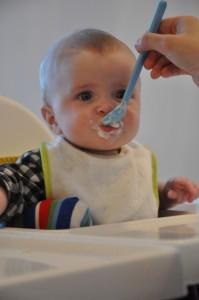 Elliot äter 2/4 2013